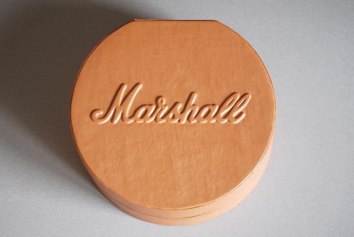 Коробка для хранения и транспортировки наушников Marshall.